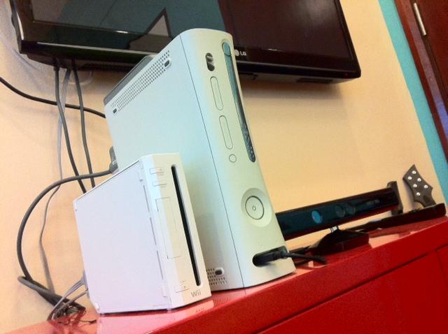 TV dengan Astro dan XBOX Kinect Nintendo KALAU OFFICE AKU MACAM NI, AKU TAK BERHENTI KERJA KOT