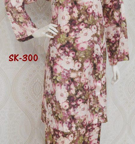 baju-raya-2015-terbaru-baju-kurung-pahang-corak-bunga-ros-merah-china-silk-SK-300