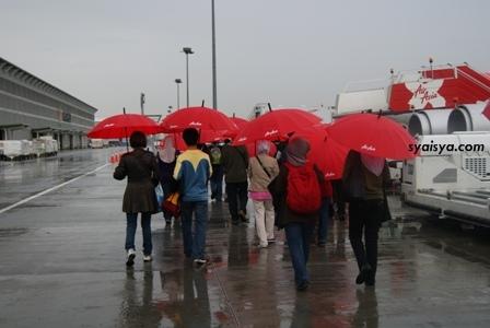 payung air asia SPECIAL POST: PENGALAMAN BERSAMA AIR ASIA